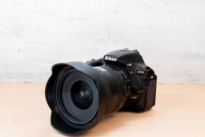 Tamron(タムロン)10−24レビュー_カメラに装着1